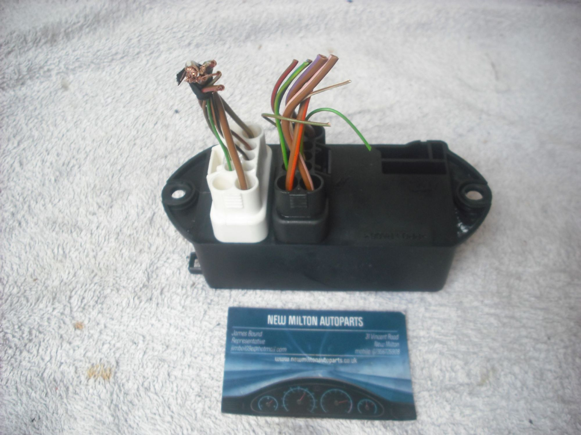 hight resolution of a genuine jaguar x300 xj6 boot trunk mounted fuse box 18 way lna 2800 ae